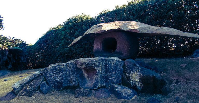 仙巌園にある鶴灯籠。1857年に斉彬はここでガス灯の実験を行った。その後、城下町にガス灯を灯す計画もあったという