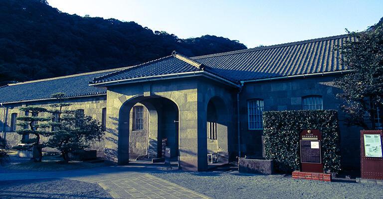 仙巌園の隣にある博物館「尚古集成館(旧集成館機械工場)」は、集成館事業に関する展示が豊富だ
