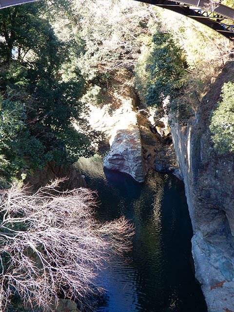 猿橋の上から見下ろした峡谷